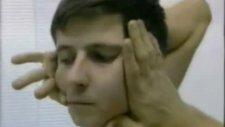 kafasını 180 derece çeviren adam