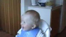 Kahkaha Atan Çılgın Bebek