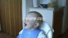 gülen bebek çok komik dddddd