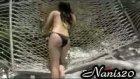bikinili kız kaseyi kırdı!