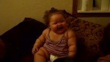 Şişko Bebeğin Gülmesi [komik Bebek]