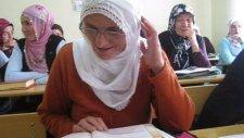 71 Yaşındaki Zakire Teyzenin Okuma Azmi...