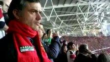 mourinho manchester taraftarlarının arasında