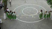 1. Sınıf Okuma Bayramı İçin Bahçelerde Börülce Şarkısıyla Oyun.