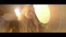 David Tavare Feat. Nina - Centerfold