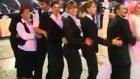düğünlerde yeni moda; penguen dansı
