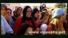 Latif Doğan-Eşarbını Yan Bağlama