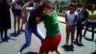Sokakta Acımasız Kız Kavgası