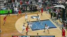 blake griffin hits his head on the backboard