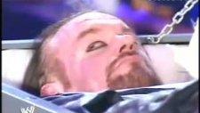 Undertaker Randy Orton'a Saldırıyor. Mezarından