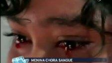 kız ağlarken gözünden yaş yerine kan geliyor