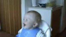 gülen komik bebek