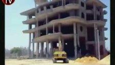 binayı yıkmak isterken enkazın altında kaldı