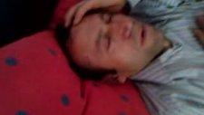 Adam Uyuyor