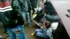 çinlilerin uygur çocuğa sokakta zulmü