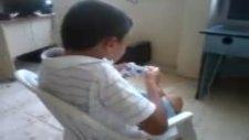 oyun oynarken kendini kaybeden çocuk d  çok komik yaw dizle izle gül
