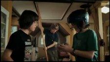 aliens in the attic fragmanı 1