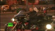 putin harley davidson motoruyla festivale renk kattı