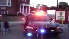 polis arabası candy shop çalıyo kornayla izleeeeee