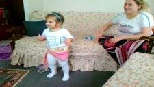 Kızım Arap Müziği Eşliğinde Oynuyor