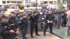 yağmura hazırlıksız yakalanan polisler sırılsıklam oldu