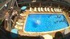 Balkondan Havuza Atladı