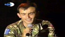 Asker Şarkı Söylüyor Ölmemmi Beni Taşlara Vurun Mehmetçik Şarkı Söylüyor
