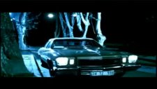 1974 Buick Regal Eşliğinde Gece Yolcularının Klibi 'unut Beni'