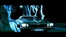 1975 Buick Regal Eşliğinde Gece Yolcularının Klibi 'unut Beni'