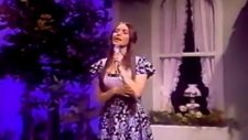 crystal gayle   somebody loves you