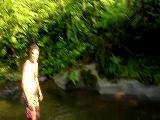 Derede Yüzen Adam