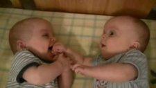 ikizlerin komik eğlencesi