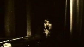 Norah Jones - What Am ı To You