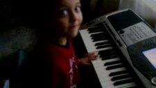 çakma piyanist