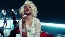 Madonna - Give Me All Your Luvin (Feat. M.ı.a. And Nicki Minaj)