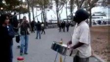 İstiklal Marşı sokak müzisyeni