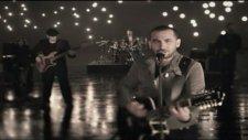 Ferhat Göçer - Ayrılsak Ölürüz Biz - (Orijinal Video Klip) - (2012)