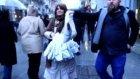Sokak modası avantgardeast istiklal caddesinde hediye verdi