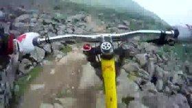 Bisikletle tehlikeli parkur