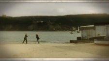 Özge Fışkın - Bir Avuç Fotoğraf 2012 Video Klip İzle