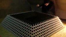 Domino piramidi son noktada yıkıldı