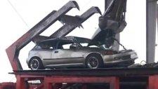 Polis yasadışı sokak yarışçılarının arabalarını ezdi