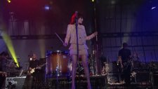 florence  the machine - drumming song live on letterman