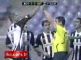 futbolcudan hakeme sarı kart gösterisi