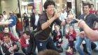 Onbeşliler   Ve   60 Gençlik  İstiklal  Caddesinde   Onbeşli  Oynarken