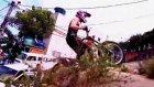 Şehirde serseri cross motorcusu