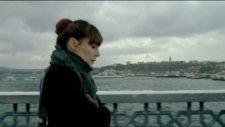 Nil Karaibrahimgil İstanbuldayım ''pazarları Hiç Sevmem Film Müziği-2012-''