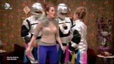 Yalan Dünya Tülay Robot Dansı (yakalarsam tık tık)