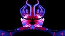 Nicki Minaj Starships (Explicit)