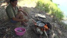 Odun Ateşi Ve Tavada Balık